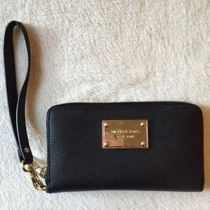 Michael Kors 'jet set' saffiano leather case